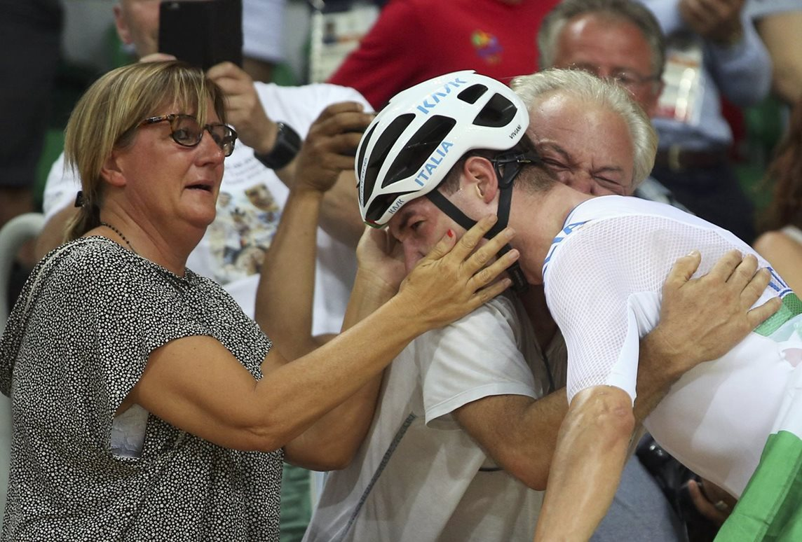 Elia Viviani of Italy celebrates with his parents in the final of the men's Omnium points race in Rio